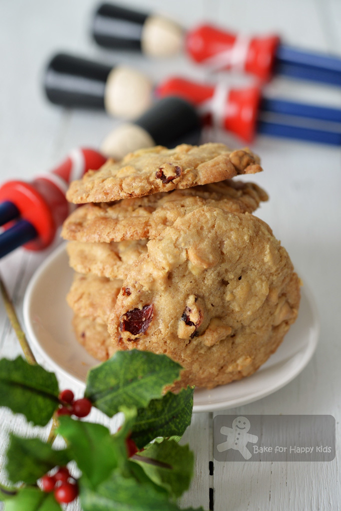 Two Very Good and Basic Chocolate Chip Cookies Recipes: Crispy and Chewy from Donna Hay / Crispy from Better Home and Gardens, Fast Ed