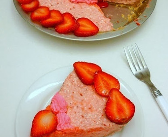 Strawberry Cheese Pie - Guest Post by Pooja Aggarwal
