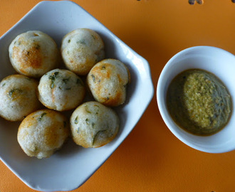 Kuzhi Paniyaram/Shallow Fried Rice Ball Fritters