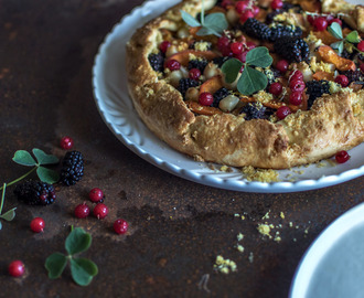 Fruit pudding galette with apricot, blackberry & macadamias