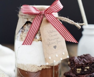 Gift in a Jar: Walnut Cocoa Brownies {gluten-free}