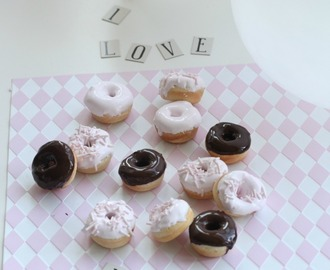 mini-donuts with fluffy cream & chocolate