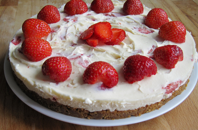 No-Bake Strawberry and White Chocolate Cheesecake