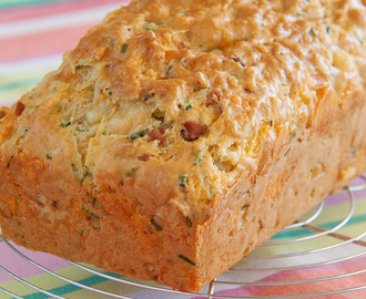 Hartig brood met kaas, bacon en bieslook