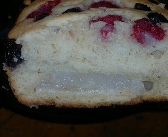 Pear Blueberry and Strawberry Cake