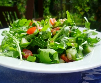 simple rocket salad with tomato vinaigrette