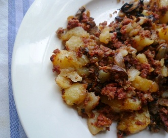 weekend pleasures: a hash in the pan! (perfect corned beef hash)