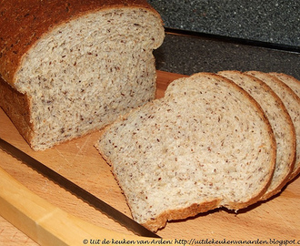 Brood met honing, havervlokken en lijnzaad (Golden Honey Oat Bread)