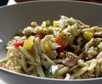 Speedy orzo chicken and pesto salad