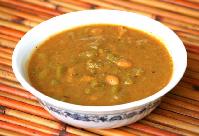 Huli Kootu with green beans and peanuts
