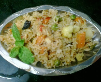 Vegetable pulao in pressure cooker| how to make easy pressure cooker veg pulav