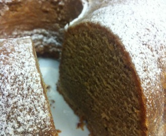 Spiced Bundt cake - recipe & guest post by @DollyBakes