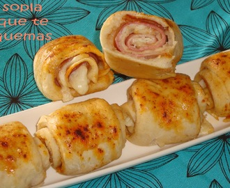 ROLLITOS DE PAN RELLENOS DE QUESO Y BACON