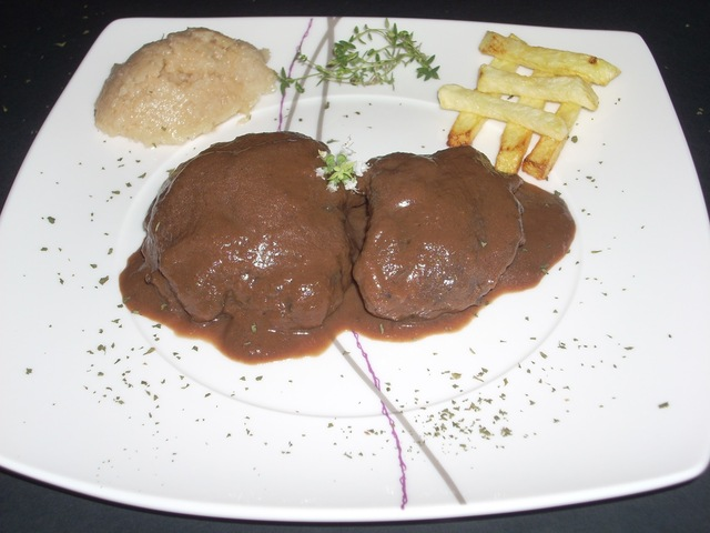 CARRILLADAS EN SALSA DE CHOCOLATE