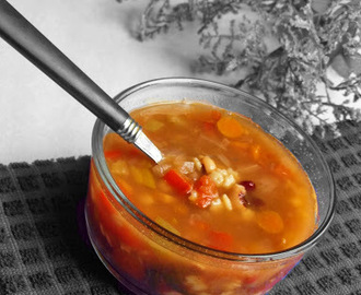 Healthiest Vegetable soup with star pasta and nine beans
