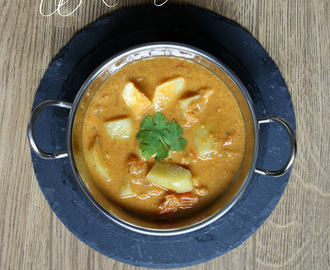 Potato Kurma | Coconut Based Curry | Easy Vegeterian Side