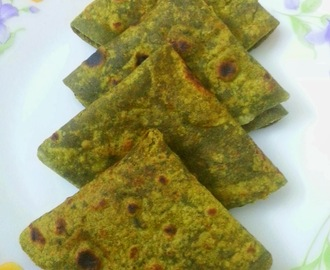 Pudina Thepla / Mint flavoured Indian flat bread
