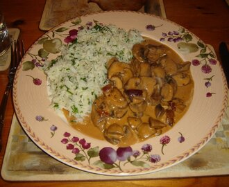 Mushroom Stroganoff , Parsley Rice & Exotic Chocolate Cups