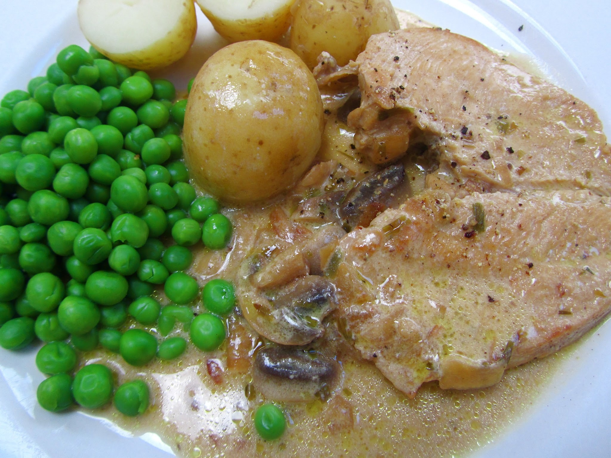 Chicken with a creamy tarragon sauce