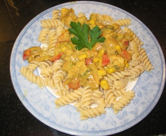 Pasta with creamy coconut chicken curry sauce - Recipe