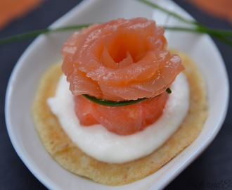 Blinis con caprino e salmone // Blinis with smoked salmon and cream cheese