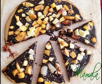 Pizza de chocolate y frutas