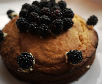 10 Reasons to Love the Autumn : Blackberry and Lemon Autumnal Cake
