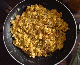 Scrambled eggs with tuna