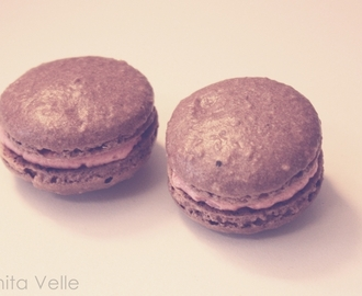 Chocolate macarons with rasberry cream