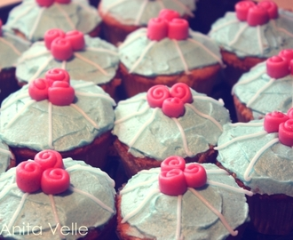 Vanilla cupcakes with creamcheese frosting