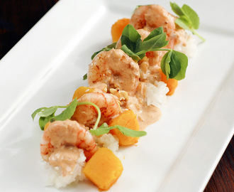 PRAWNS WITH RED CURRY CREAM