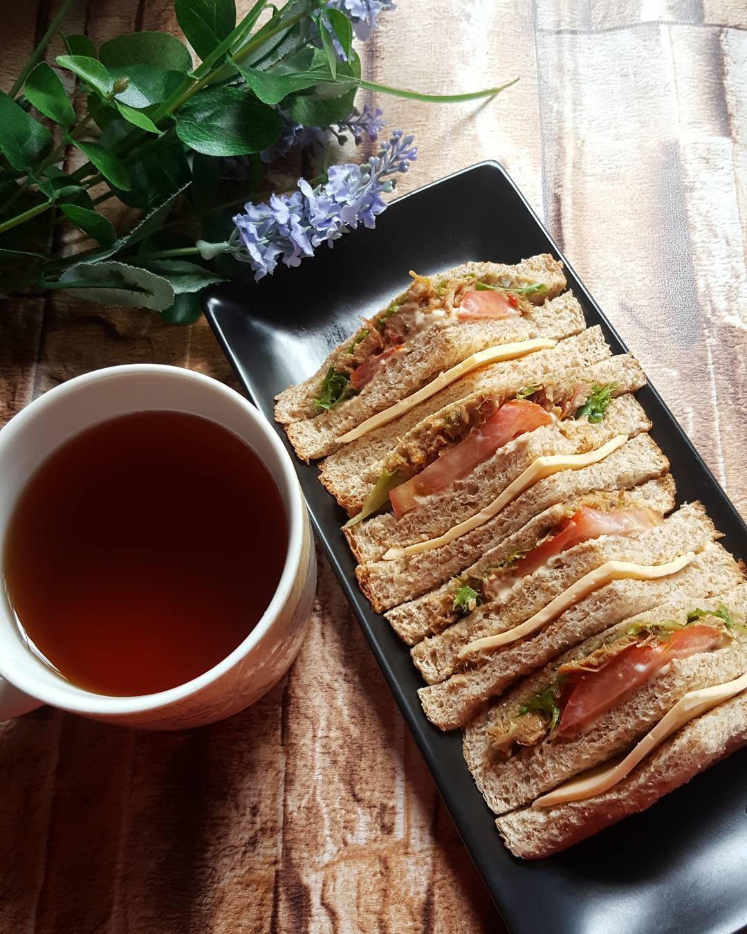 WHOLEMEAL TUNA SANDWICH