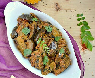 Kathirikai Thengai paal Masala/Eggplant curry with Coconut milk