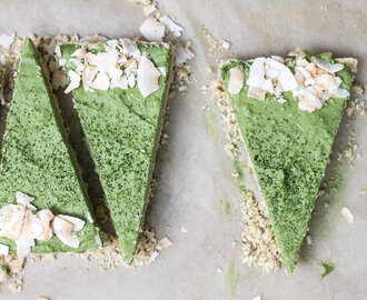 Raw Matcha Coconut Cream Pie (Vegan, Paleo, Refined sugar-free)