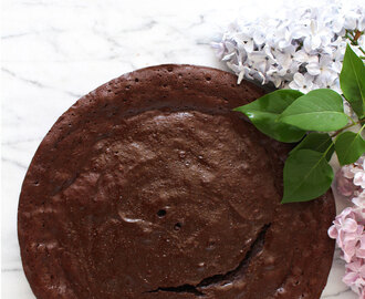 Bolo de chocolate sem farinha, só com 4 ingredientes!!