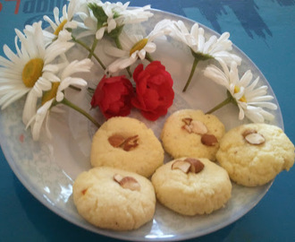 Kesar Malai Peda (Sweet milk balls with Saffron)