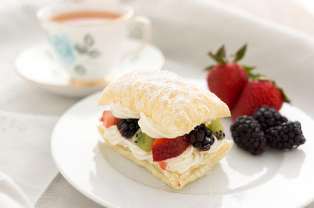Puff Pastries with Lemon Cream and Fruit