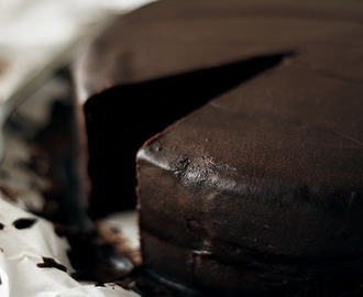Chocolate cake with raspberry filling and chocolate frosting