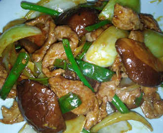 STIR FRIED PORK FILLET WITH ONION AND MUSHROOMS