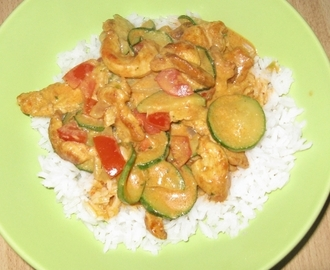 Hähnchenbrust in Zucchini - Curry - Sahne - Sauce