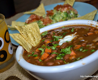 Super bowl grub - healthy & hearty vegetarian chili