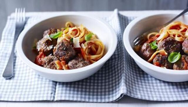 Meatballs with cherry tomato sauce and tagliatelle