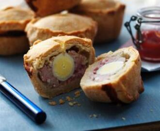 Small pork pies with quails' eggs
