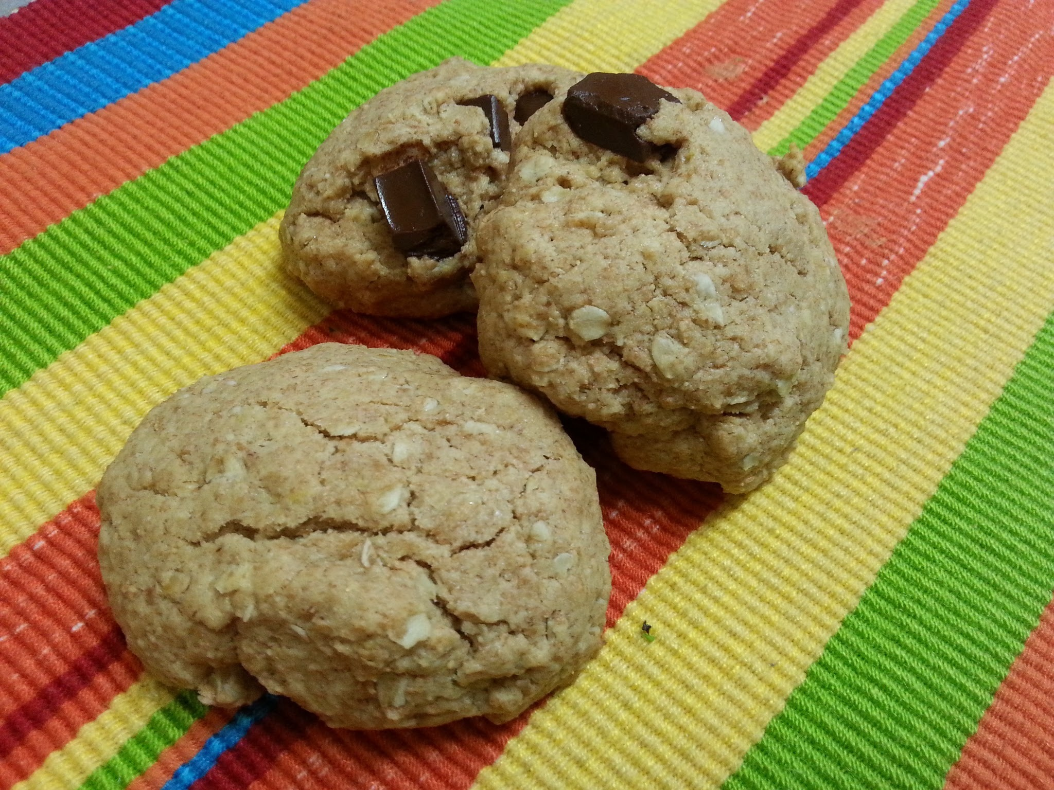 Galletas integrales de avena, mantequilla de maní y chocolate
