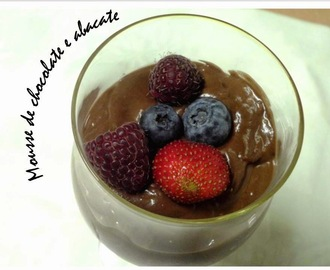 Mousse de chocolate e abacate