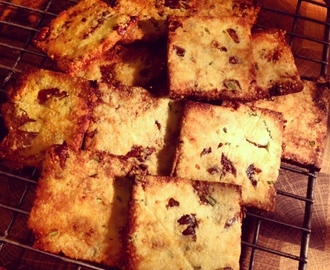 Almond, Rosemary and Fig savoury biscuits!