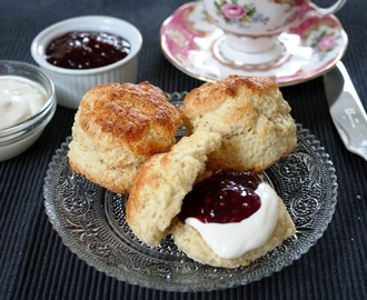 Scones met frambozenjam en clotted cream