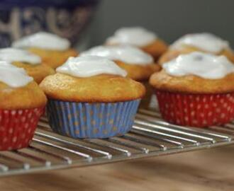 Thursday Treats - Skinny Lemon cupcakes with drizzly icing