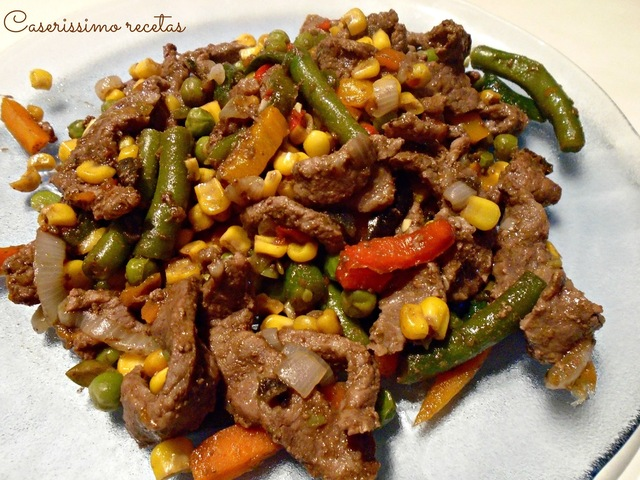 CAZUELA LIGHT DE CARNE Y VEGETALES