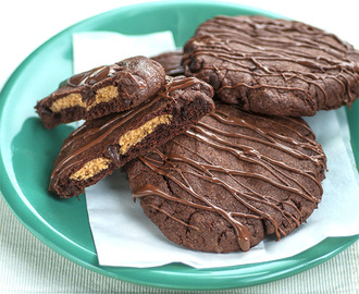 Choco Nutters {rich chocolate biscuits with peanut butter centres}